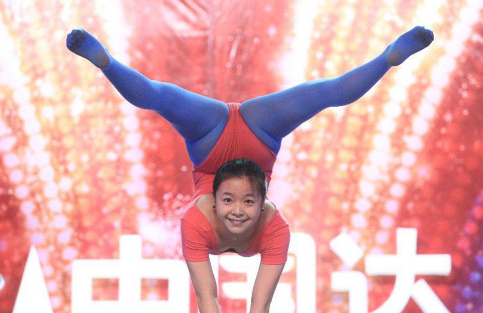 17岁中国女孩新加坡发展杂技;